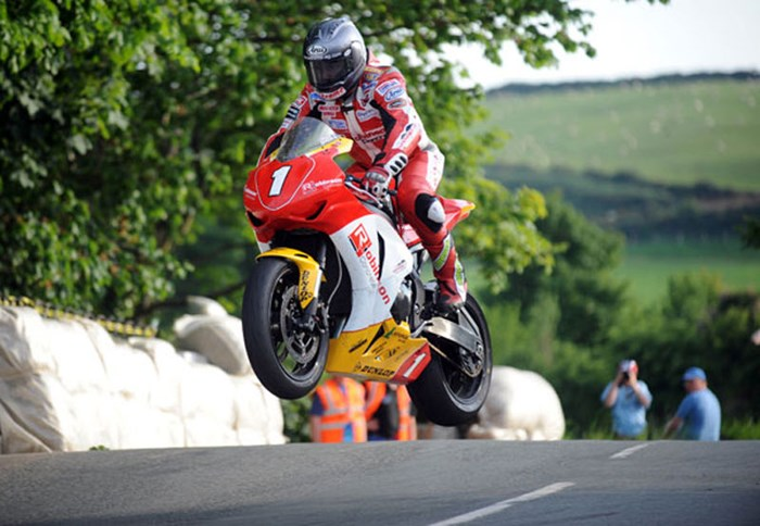 Gary Johnson Ballaugh Superbike Practice TT 2009  - click to enlarge