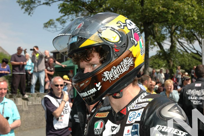 Guy Martin TT 2011 Start line - click to enlarge