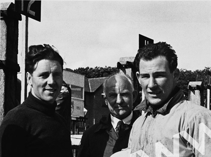 Geoff Duke Stirling Moss pit talk Isle of Man 1952 - click to enlarge