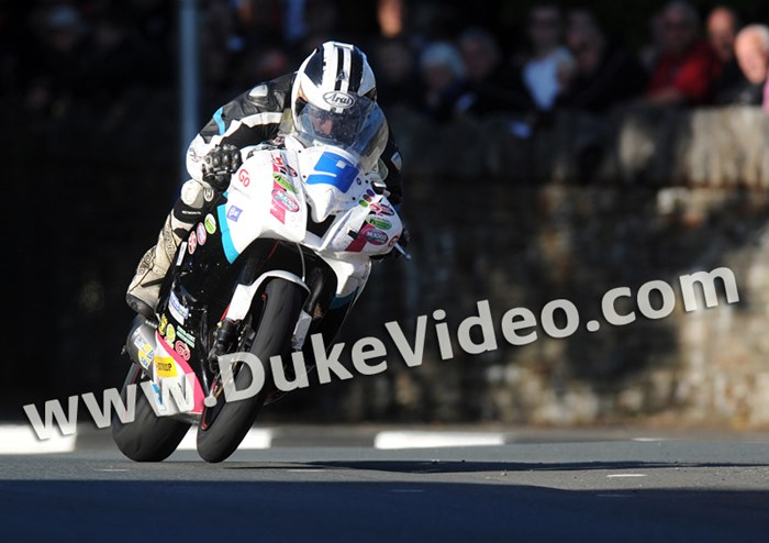 Michael Dunlop TT 2012 St Ninian's Supersport 2 race - click to enlarge