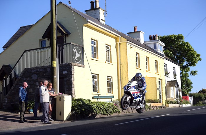 The fans up close  Ian Hutchinson, Rhencullen  TT 2016. - click to enlarge